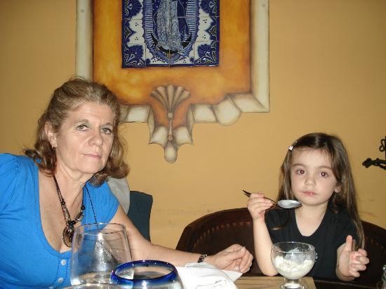 Maria Felix: mi nieta y yo comiendo el postre ,detrás se ve la imagen de la virgen de Guadalupe