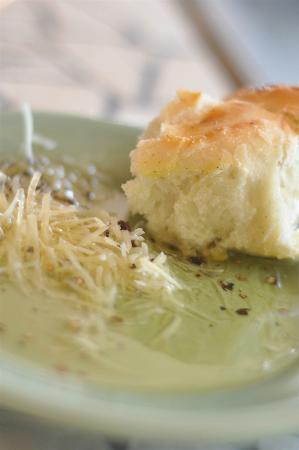 AL Fresco's: Some Bread, Cheese & Oil!  Nice!
