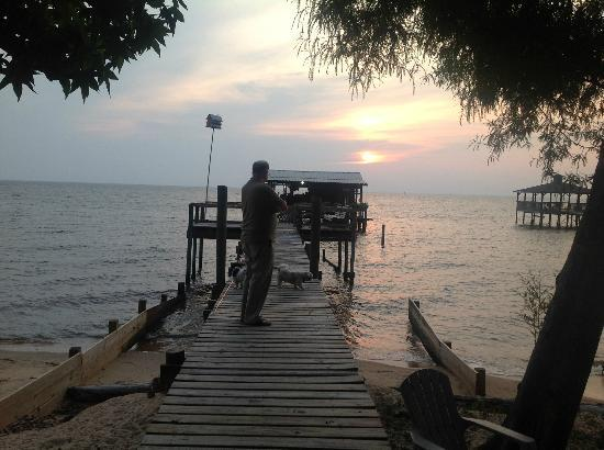 Bay Breeze Bed & Breakfast: The pier at sunset