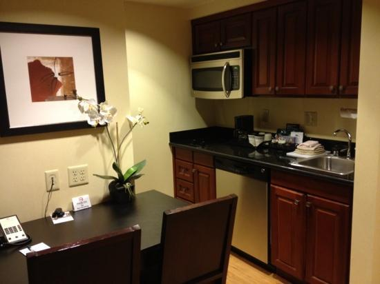 Homewood Suites by Hilton Carlsbad-North San Diego County: kitchenette