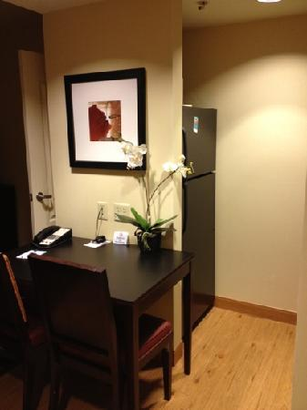 Homewood Suites by Hilton Carlsbad-North San Diego County: kitchenette fridge