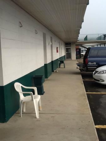 Huntingdon Motor Inn : Ground floor rooms - note parking right at the door