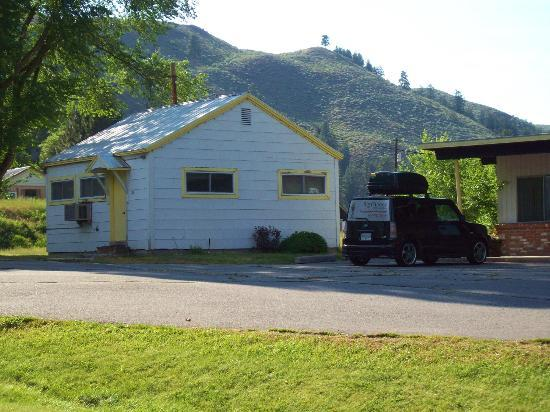 Twisp, WA: two room cottage