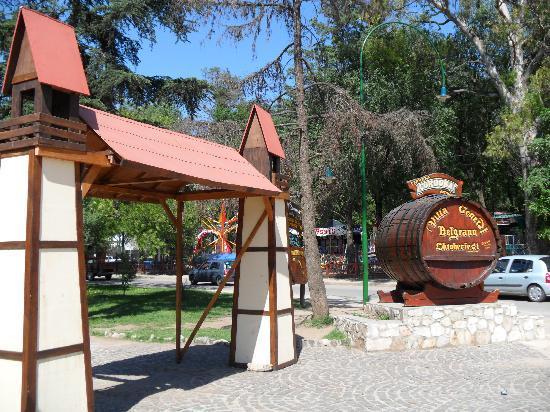 Posada Pfullendorf: Plaza en el centro de Villa General Belgrano