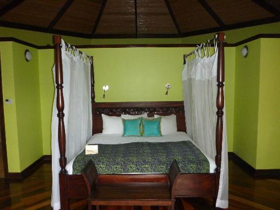 Nayara Resort Spa & Gardens: Nayara Suite Bed
