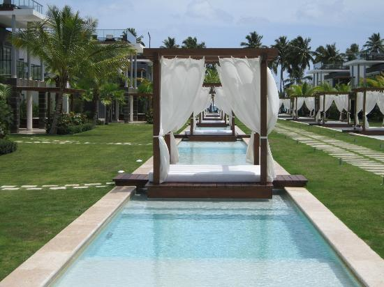 Sublime Samana Hotel & Residences : The pool cabana in front of our villa