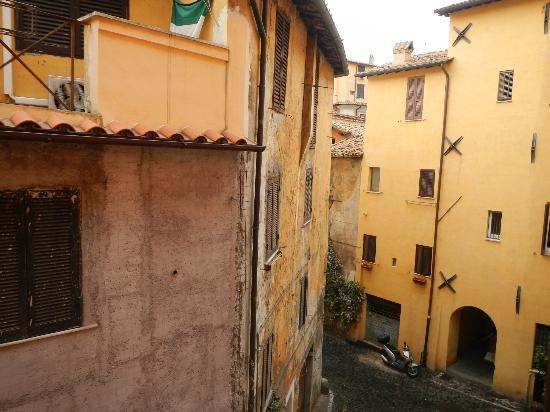 Hotel Due Torri: Street view from our room on 2nd floor