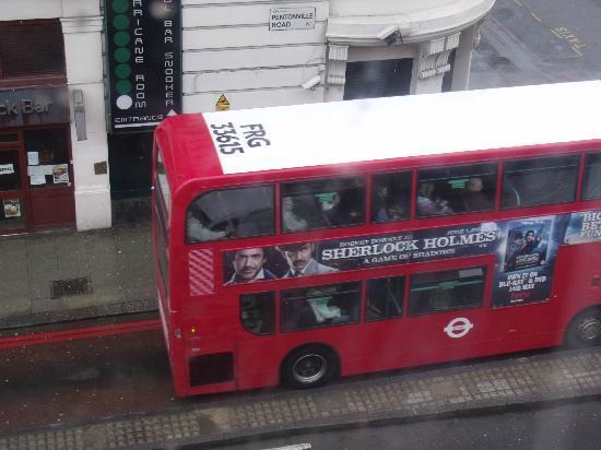 Keystone House: Tipicos buses