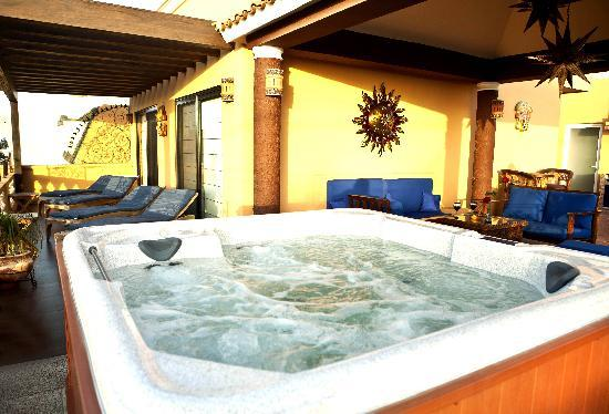 Las 7 Maravillas: The Jacuzzi with Ocean View