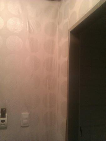 อามิกา อินน์ โซล: waterdamaged wallpaper