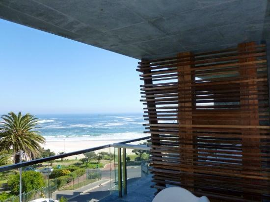 POD Camps Bay: View looking out to the ocean from our deck