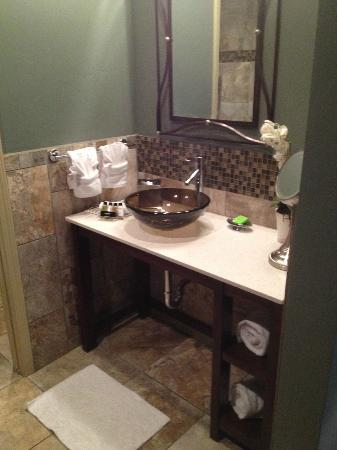 The Tavern Hotel: Sink area