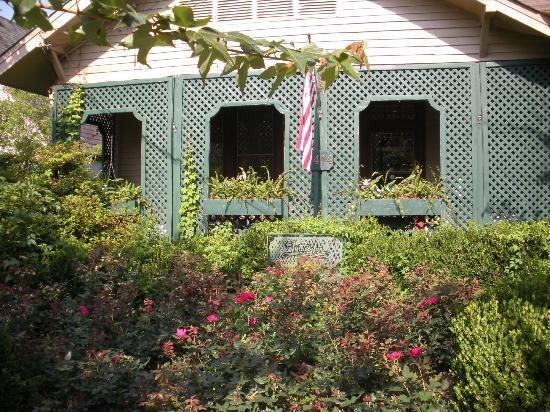 Front of Lattice Inn - Picture of The Lattice Inn, Montgomery ...