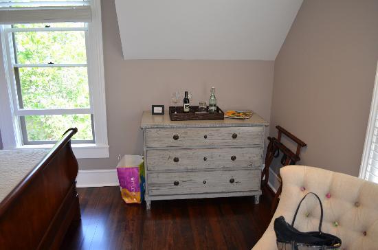 Inn on Randolph: Dresser