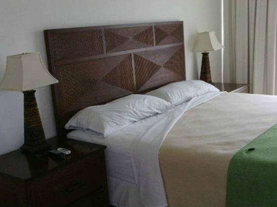 Paradise Oceanic Hotel: Bed