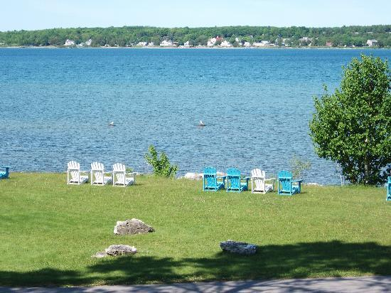 Baileys Harbor Yacht Club Resort: View of the shore