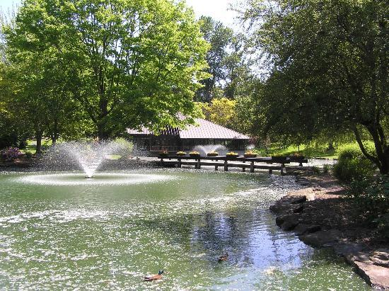 Talaris Conference Center: A view of the fountain and pond (covered with cottonwood blossoms)
