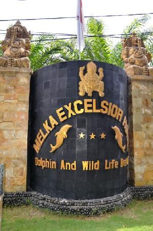Melka Excelsior Dolphin & Wildlife Resort: Entrance of Melka ...