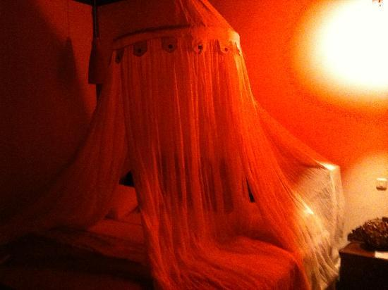 Rapture Surfcamp Bali: NO its not Amsterdam but is the romantic lights of my bed with a mosquito net...