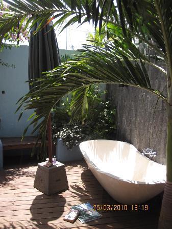 Rapture Surfcamp Bali: The outdoor bathtub