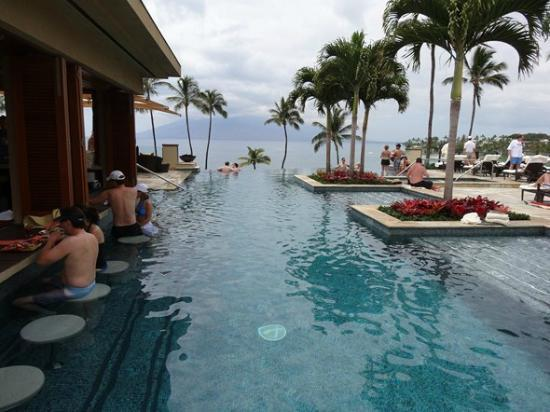 Four Seasons: Infinity Pool