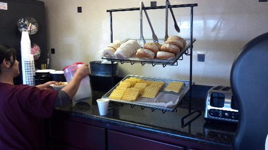 "Ramada Flagstaff East: ""Deluxe"" breakfast"