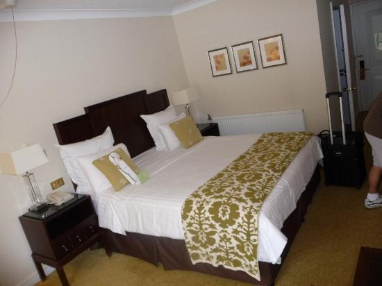 Tudor Park Marriott Hotel & Country Club: Comfy Bed