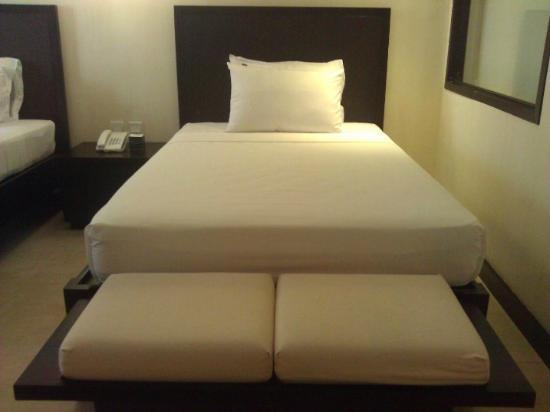 The Oriental Hotel Leyte: Bed