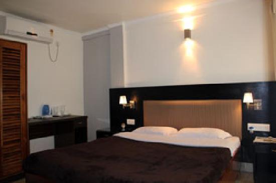 Marina's Motel: room 3