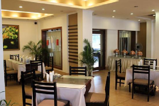 Marina's Motel: restaurant 06