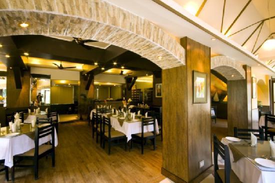 Marina's Motel: restaurant main