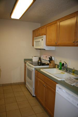 WorldMark at Kapaa Shores: Kitchen