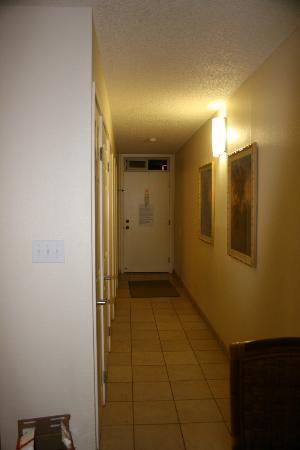 WorldMark at Kapaa Shores: Hallway