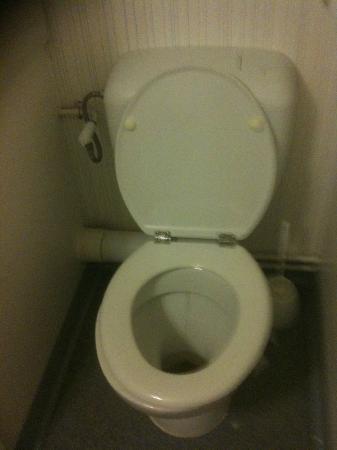 B&B Hôtel Dieppe Saint Aubin : toilette sale a l'arrivée