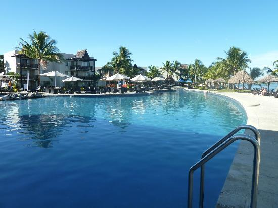 Wyndham Resort Denarau Island: The pool area