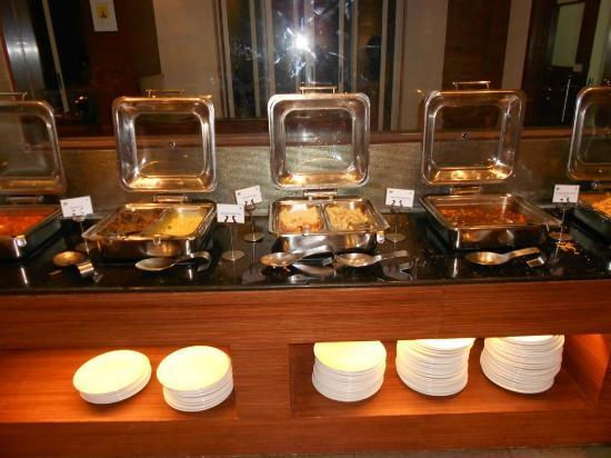 Evershine Keys Prima Resort: Buffet