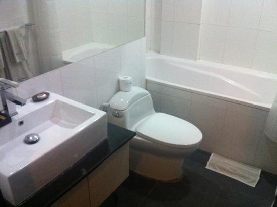 Umalas Hotel and Residence: bathroom