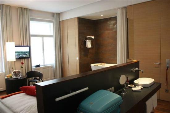 Hollmann Beletage: coin Penderie, douche, Wc