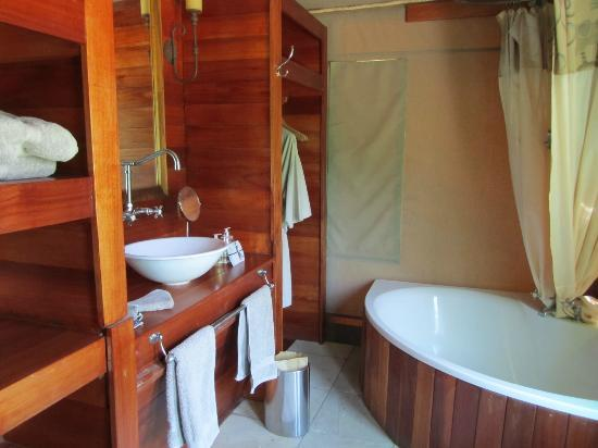 Wilderness Safaris Seba Camp: Kid's bathroom