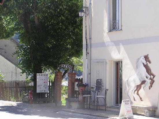 Hôtel Le Relais des cavaliers : Entrée de l'Hotel-restaurant