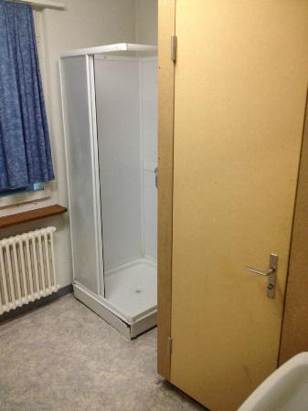 Hotel Restaurant Bahnhof : untolerable bathroom
