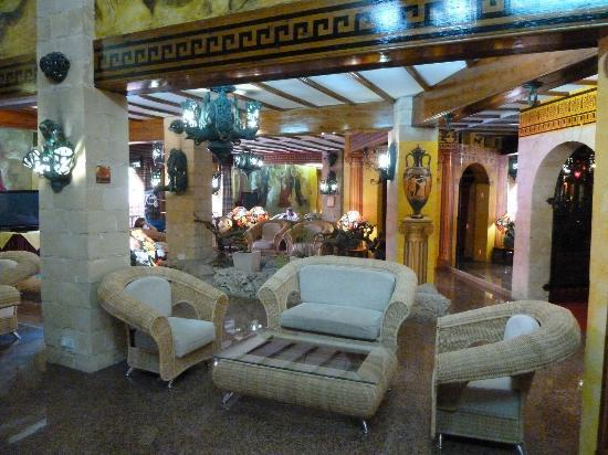 Roman Boutique Hotel: Front lobby