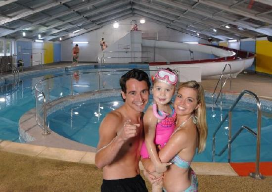 St. Ives Holiday Village: Large indoor pool with water slide and kid's pool