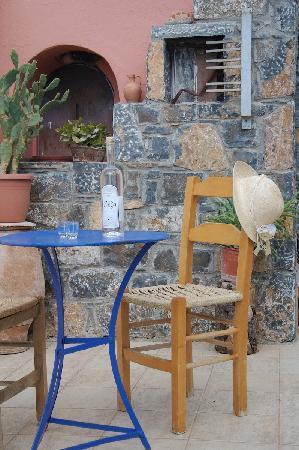 Mirabella Apartments: Terrace Garden