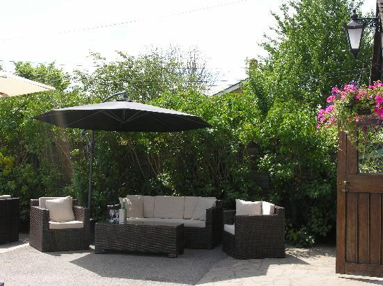 White Hart  Comfy garden furniture. The White Hart  Moneyrow Green  Holyport  Berkshire    Picture of