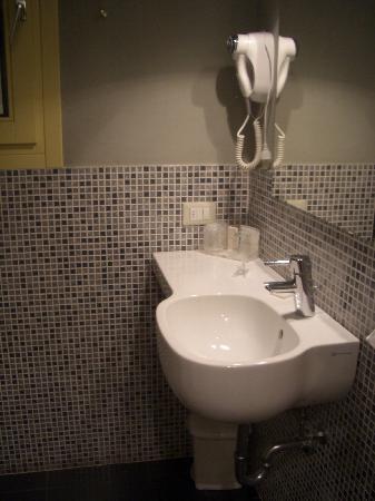 6 Porte GuestHouse: bagno 1