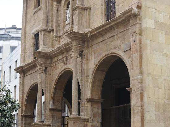 Hotel Blue Longoria Plaza: Alredodores Santa Clara