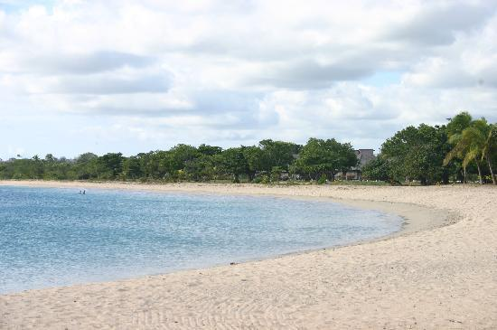 Natadola Beach : apparently ranked in the top 10 white sand beaches in the world