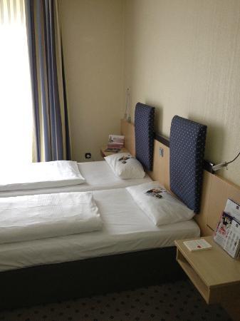 Best Western Plus Crown Hotel: Zimmer