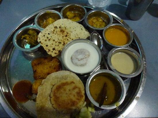 Toran Dining Hall: Fantastic Thalis!